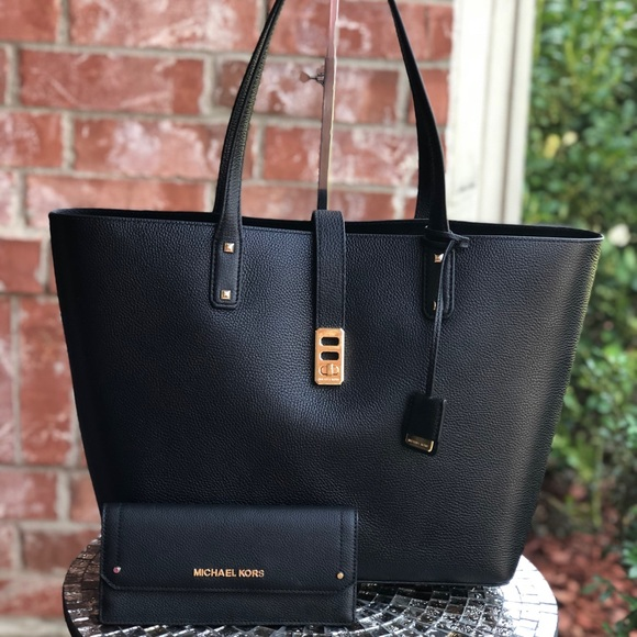 0df3b0cc1c4d Michael Kors Bags | Karson Large Tote Bag With Wallet Set | Poshmark
